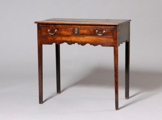 Oak side table / Bwrdd drew Sold