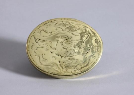 Rare Welsh brass snuff box / Blwch prin o bres i ddal snisin