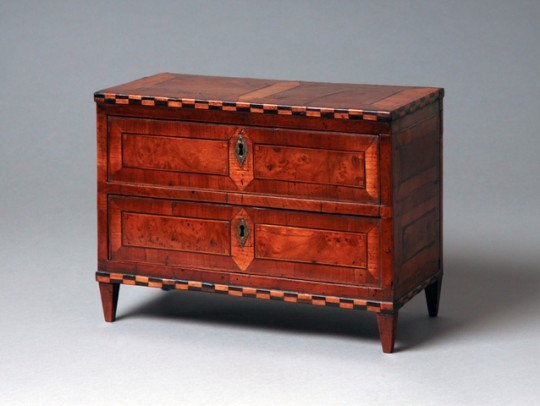 Table top chest
