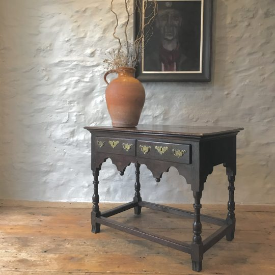 Fine 18thC Welsh oak side table