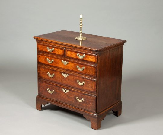 Small oak chest of drawers Sold