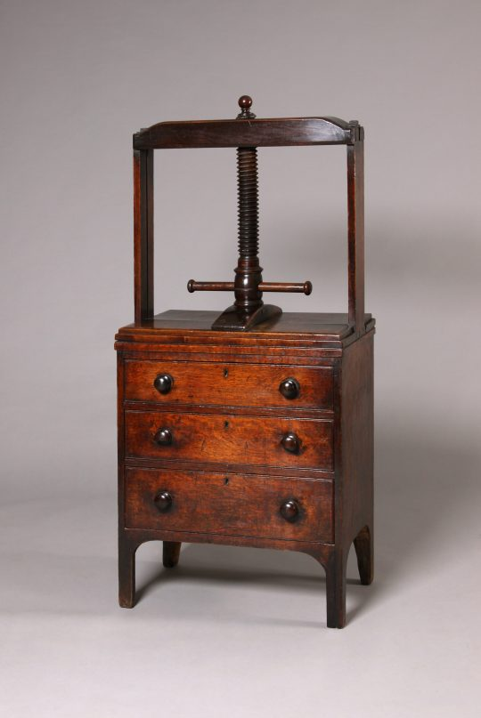 Chest of drawers with linen press