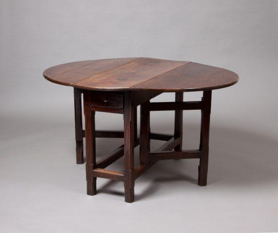 Welsh gate-leg table/ Bwrdd Cymreig gyda choesau gat Sold