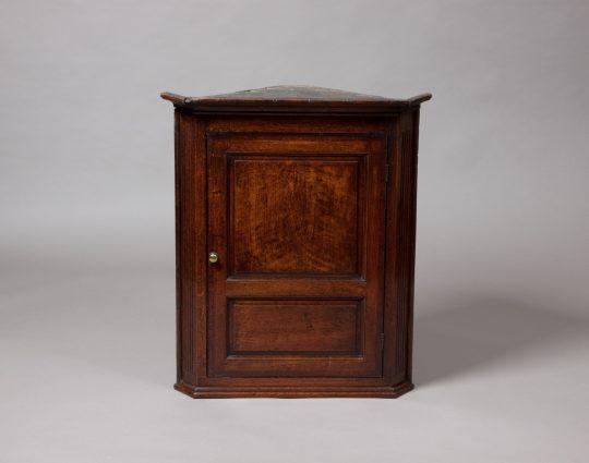 Corner cupboard / Cwpwrdd cornel Sold
