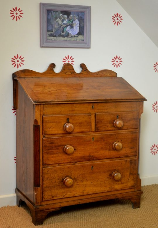 Small Elm bureau