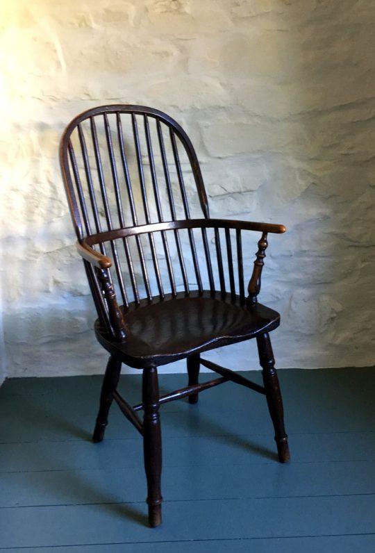 Painted hoop-back Windsor chair